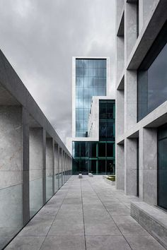 Completed in 2015 in Aarhus, Denmark. Images by Adam Mork. The office complex for about 800 employees resembles a varied flotilla of buildings at different levels, which are connected by a series of outdoor. Proportion Architecture, Architecture Awards, Concept Architecture, Facade Architecture, Architecture Visualization, Landscape Architecture, Aarhus, Interior Garden, Brutalist