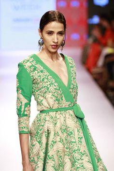 #Fashion #Runway #FashionWeek #Style #Elegant #Makeup #Indian #Green