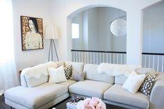 Livingroom / White / Beige / Flowers