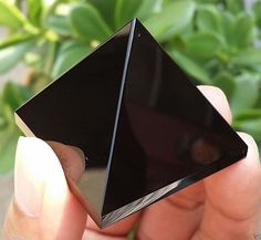 50-60g 1pcs NATURAL Obsidian quartz crystal Pyramid healing