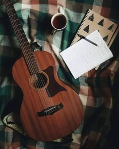 Play Music Easily With These Simple Guitar Tips. Have you had the experience of picking a guitar up and wanting to play it? Easy Guitar, Guitar Tips, Guitar Art, Music Guitar, Playing Guitar, Ukulele, Banjo, Acoustic Guitar Photography, Image Pinterest