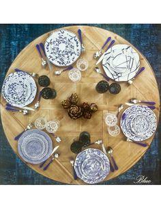 Dallo Stile moderno all' Old England con lontani richiami di Provenzale i nuovi piatti della collezione Blue di Rose e Tulipani mettono daccordo proprio tutti. Con i loro sei decori diversi e dalle forme ondulate sono adatti sia alle tavole eleganti che a quelle più giocose LA CONFEZIONE COMPRENDE: 6 PIATTI FONDI CM. 20 COLOR BLU 6 PIATTI FRUTTA CM. 20 DECORI ASSORTITI 6 PIATTI PIANI CM. 26 DECORI ASSORTITI