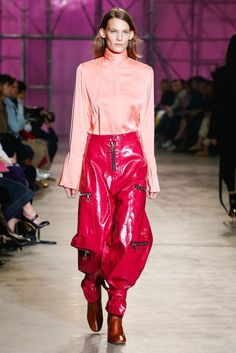 Ellery Spring 2017 Ready-to-Wear Collection Photos - Vogue Fashion Week, Fashion 2017, Fashion Show, Vogue, Fashion Seasons, Vinyl, Color Trends, Spring Summer Fashion, Editorial Fashion
