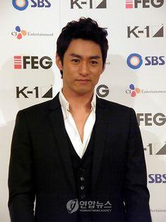"Képtalálat a következőre: ""Joo Jin-Mo"" Asian Actors, Korean Actors, Joo Jin Mo, Flower Boys, Favorite Person, Handsome, My Love, Dramas, Musicians"