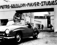 Alfred Hitchcock poses in his Mercedes-Benz 190 SL convertible with an illusion of the MGM lion in the passenger seat. Hitch was on the studio lot to direct his only MGM film, the classic 1959 thriller North by Northwest. Cars Vintage, Antique Cars, Vintage Photos, Alfred Hitchcock, Hitchcock Film, Classic Hollywood, Old Hollywood, Hollywood Icons, Hollywood Stars