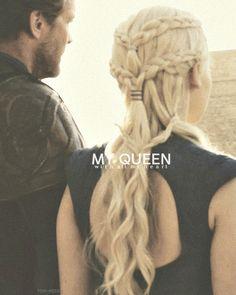 Daenerys Targaryen Jorah Mormont - Game of Thrones- love her hair Game Of Thrones Art, My Hairstyle, Cute Hairstyles, Braided Hairstyles, Elegant Hairstyles, Game Of Trone, Hair Game, Mother Of Dragons, Braid Hairstyles