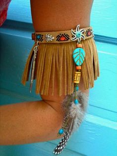This leather fringe arm bracelet is so adorable. Check out what other kinds of f… This leather fringe arm bracelet is so adorable. Check out what other kinds of fringe is trending over on. Feather Jewelry, Gypsy Jewelry, Beaded Jewelry, Tribal Jewelry, India Jewelry, Beaded Choker, Indian Costumes, Diy Costumes, Arm Bracelets