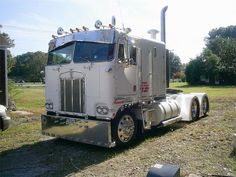 A Kenworth Cabover with that 'old school' look.