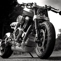 """""""With the X132 Hellcat, we set out to build the toughest motorcycle ever made"""". Confederate makes a big play of the Hellcat's drag racing influence, citing a three-inch diameter steel backbone frame and a """"patented drag race powertrain"""" incorporating a """"vertical stack transmission"""" tied to the swingarm pivot."""