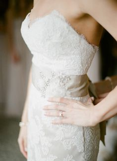 lace gown with a sash | Loft Photographie #wedding