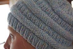 Creative Chicks: Slouchy knitted beanie knock-off Knit Slouchy Hat Pattern, Beanie Knitting Patterns Free, Crochet Beanie Hat, Christmas Knitting Patterns, Knitted Headband, Knit Or Crochet, Hat Patterns, Free Knitting, Baby Knitting
