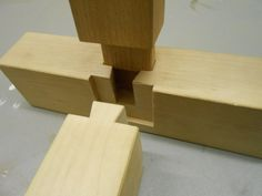 The fine art of Japanese wood joints (4 examples).