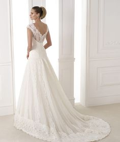 KANDE - Wedding dress in layers of tulle and lace. Collection Wedding Dresses 2015 ATELIER | Pronovias