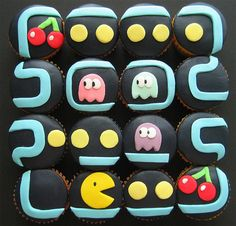 The fondant on these Pac-Man cupcakes is perfect. If you're looking to turn these cupcakes into something a little more suited for couples adding Ms. Pac-Man will definitely do the trick! Cupcakes Design, Cupcakes Cool, Cupcakes For Men, Cute Cakes, Cake Designs, Sushi Cupcakes, Nerd Cupcakes, Robot Cupcakes, Decorated Cupcakes