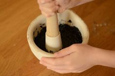 Make stone age paint:: Time Traveller Kids