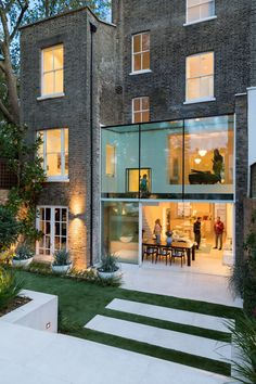 Lipton Plant Architects adds double-height glass extension to London house London Townhouse, London House, Soho House, Terraced House, London Architecture, Interior Architecture, Style At Home, Exterior Design, Interior And Exterior
