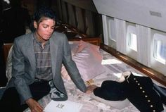 Michael on his airplane -  Photographer Sam Emerson - 1984    Curiosities and Facts about Michael Jackson ღ by ⊰@carlamartinsmj⊱