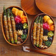 いつかのお弁当🍱 *. 北海道の美味しいアスパラ♡ 欲張って3本入れちゃった🙊💓 とっても美味しかった〜🍴😋💖 夏休み5日目からはちょっとお出かけ🍧🌻🍉🍦👙 まだまだ暑い日が続いているので水分、塩分補給忘れずに🙆☀️ 皆様、いい夢を😴💤💭💓 *. *. *. #お弁当#弁当#曲げわっぱ#わっぱ#わっぱ弁当#旦那弁当#ちか弁#詰めるだけ弁当の会#とりあえず野菜食#暮らし#常備菜#作り置き#つくりおき#デリスタグラマー#お弁当記録#つくおき#作りおき#のっけ弁#のっけ弁当#日々#クッキングラム#クッキングラムアンバサダー#日本が笑顔になるご飯#日本が元気になるご飯#おべんとう#寿雀卵 Cute Food, Yummy Food, Bento Recipes, Aesthetic Food, Japanese Food, Japanese Bento Box, Asian Recipes, Healthy Dinner Recipes, Food Inspiration