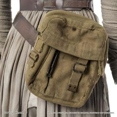 Replica maker Anovos is now taking pre-orders for a ready-to-wear ensemble of Rey's desert garb from Star Wars: The Force Awakens. The replica's details. Star Wars Halloween, Halloween Inspo, Halloween 2016, Rey Cosplay, Cosplay Costumes, Cosplay Ideas, Costume Ideas, Cosplay Diy, Ray Costume
