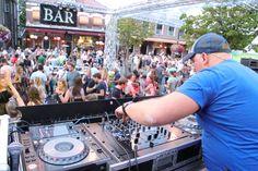 Mega party meer dan 30 0000 mensen op het event. Dj Events, Pioneer Dj, Creedence Clearwater Revival, Tent, Times Square, Dance, Travel, Dancing, Store
