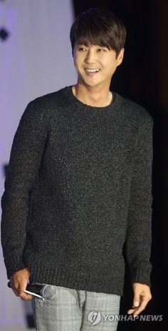 Lee Min Woo, Shin Hye Sung, Eric Mun, Kim Dong, Boy Bands, Eye Candy, Men Sweater, Kpop, Twitter