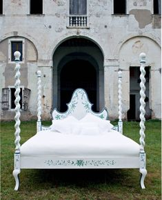 The Giotto Bed. A wonderful piece of furniture entirely #handpainted by our Venetian artists. . . How do you like it?  Learn more about Porte Italia Venezia and download our catalogue at www.porteitalia.com! ————————————————— #italianfurniture #venetianinteriors #art #architecture #paintedfurniture #worldofinteriors #handmade #handpainted #interiordesign #luxuryhotels #luxuryhome #homedecor #design #finepaintedfurniture #venetianfurniture #venice #instavenice #sothebys #luxuryinteriors