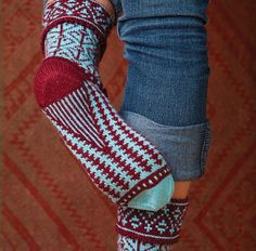 Ravelry: Turnalar pattern by Leslie Comstock - Simple DIY Crafts Crochet Socks, Knitted Slippers, Knit Mittens, Knitting Socks, Hand Knitting, Knitting Patterns, Knit Crochet, Knit Shoes, Knitting Accessories
