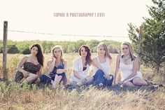 I so want one of Ak and her friends when they leave elem. school this year. LOVE this idea. Best Friend Session, Best Friend Poses, Best Friend Pictures, Friend Photos, Bff Poses, Sister Poses, Best Friend Photography, Senior Photography, Friends Group Photo