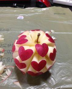 Frühstück an's Bett und den Apfel als i-Tüpfelchen, bitte <3 love is all around us... @Linda Kirste