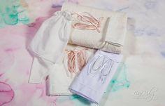 Λαδόπανο σε λευκό και εκρού χρώμα με διακοσμητικό κέντημα-απλικέ παπούτσια μπαλαρίνας., annassecret, Χειροποιητες μπομπονιερες γαμου, Χειροποιητες μπομπονιερες βαπτισης