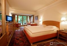Alpin - Das Sporthotel  Sporthotel Alpin is right next to the ski slope only a 3-minute walk from the centre of Zell am See and 7 minutes from Lake Zell. It offers free Wi-Fi. Rooms at the Alpin feature a balcony a seating area and bathrobes. The spa area offers an indoor...  EUR 180.00  Meer informatie  #vakantie http://vakantienaar.eu - http://facebook.com/vakantienaar.eu - https://start.me/p/VRobeo/vakantie-pagina