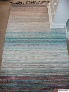 Textile Tapestry, Rugs On Carpet, Carpets, Tear, Loom Weaving, Recycled Fabric, Woven Rug, Scandinavian Style, Pattern Design