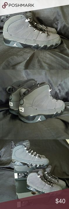 Jordan retro 9 anthracite Minimalist upper that combines leather and nubuck materials. Dynamic-fit inner bootie Internal support straps and one-pull lace locking system. Large-volume Air-Sole? unit in heel and forefoot for cushioning Sole is made of solid rubber with multidirectional patterns for traction. Wt. 17.2 oz.   Boys pre school shoe size 2.5 Y Jordan Shoes Sneakers
