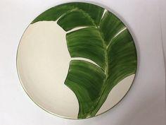 Lindo prato decorado com folha de bananeira, tanto para decoração como para uso diário