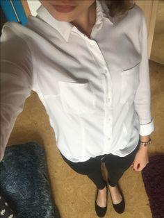 SCHLICHT&SCHICK WeißeBluse. Tally Weijl  SchwarzeHose. Tally Weijl  Ballerinas. Anna Field (Zalando)  Die Bluse etwas aufknöpfen, ein süßes Armband dazu und schon ist der Look fertig :)