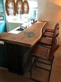 Kitchen Bar, Decor, Kitchen Design Small, Rustic Kitchen, Log Home Kitchens, Bars For Home, Dream Kitchens Design, Home Decor, Small Game Rooms