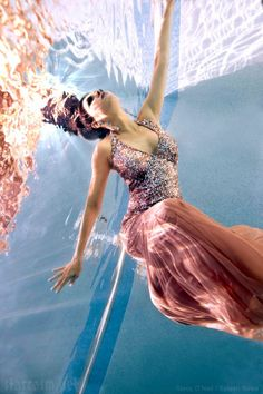 VIDEO PHOTOS Adriana de Moura underwater photo shoot