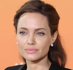 Angelina Jolie-American Actress, who is well known for her humanitarian world wide and who is also a Goodwill Ambassador for the UN Refugee Agency Angelina Jolie Fotos, Angelina Jolie Biography, Divorce, Catherine Lara, Un Refugee, Jolie Pitt, Actrices Hollywood, Pitta, Jennifer Aniston