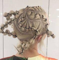 mauvais gout (sometimes) Creative Hairstyles, Up Hairstyles, Avant Garde Hair, Runway Hair, Hair Arrange, Editorial Hair, Hair Reference, Hair Shows, Grunge Hair