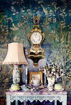 """Howard Slatkin's """"Fifth Avenue Style"""" Guest Bedroom"""