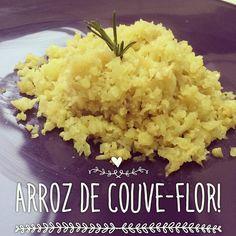 Mais uma dica pra ceia de Réveillon!!! Fazer um arroz de couve-flor e estilizar! Vale fazer arroz á grega ou arroz com lentilhas (pouquinhas pra não deixar de ser low carb!) ou ainda fazer um charutinho!  Maravilhoso né?! Então presta atenção em como faz porque é MUITO difícil!!! Vamos lá :  Bata no processador a couve-flor crua. ... ... ... ... PRONTO!  Daí é só fazer como se fosse arroz! Refogar cebola alho acrescentar a bonitinha botar um pouquinho de água (não precisa cobrir com água…