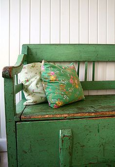 Great mudroom bench in a fab green with perfect patina.
