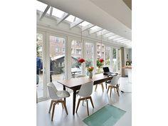 Glazen deel in gietvloer in woning Amsterdam | Ontwerp BNLA architecten | Fotografie Studio de Nooyer