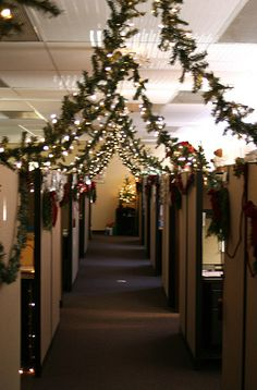 No reason your workplace can't be festive - cubicle christmas decorations | Christmas Cubicle Decorating Contest http://www.flickr.com/photos ...