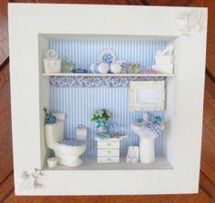 Quadro em mdf , pintado em branco, aplicação de decoupagem em tom de  azul . faixa decorativa formando um composê, pia e vaso sanitário de cerâmica branca , cômoda de madeira pintada de branco , espelho de resina , flores importadas, toalhas feito à mão e acessórios de resina.    POR SER UM PRODUTO TOTALMENTE ARTESANAL , PODERÁ OCORRER ALGUMA ALTERAÇÃO NA DECORAÇÃO.  Aceito encomenda com a cor de sua preferência !   Para comprar: 1 - Cadastre-se e entre com seu usuário e senha. 2 - Selecione…