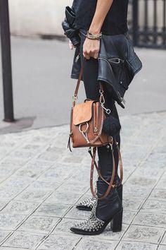 Fashion 2018, Love Fashion, Womens Fashion, Chloe Faye Backpack, Raincoats For Women, All About Fashion, Wearing Black, Black Boots, Autumn Winter Fashion