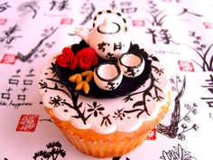 Japanese tea set on a cupcake!