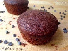 MUFFIN AL CACAO I muffin al cacao sono dei dolcetti soffici e golosi, molto semplici e veloci da fare, quindi perfetti per quando si poco tempo, ma si ha voglia di un bel dolcetto soffice e cioccolatoso