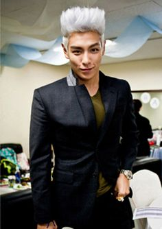 He's rocking the blue hair these days but I kinda miss this look too ^ ^    #TOP #bigbang #choiseunghyun