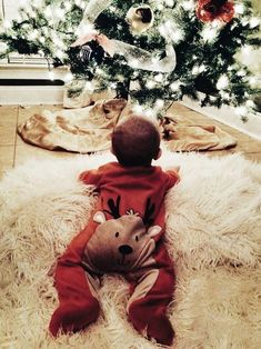 Cute Baby Pictures, Newborn Pictures, Winter Baby Pictures, Little Babies, Cute Babies, Baby Christmas Photos, Christmas Tree, Holiday Pics, Holiday Crafts